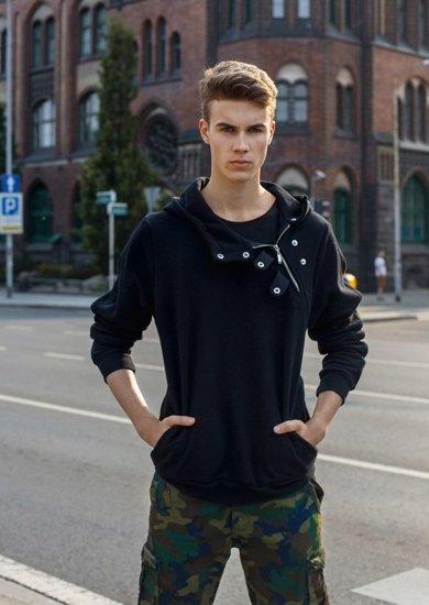 Stylizace č. 2 - mikina s kapucí, tričko, kraťasy