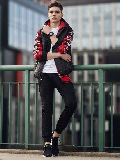 Stylizace č. 362 - hodinky, prošívaná vesta, mikina s kapucí, tričko s dlouhým rukávem, baggy kalhoty