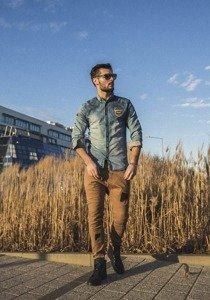 Stylizace č. 196 - džínová košile, jogger kalhoty, obuv